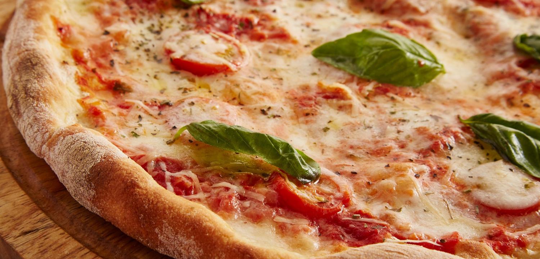 Komplettanleitung – Leckere italienische Pizza selber machen