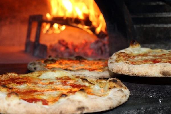 Pizzastein-Backofen