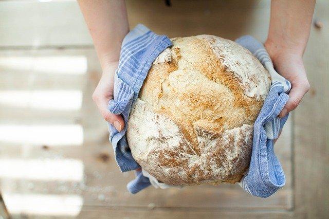 Brot backen auf Pizzastein