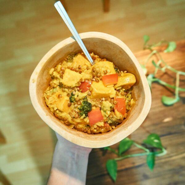 Fertiges Curry mit Gemüse