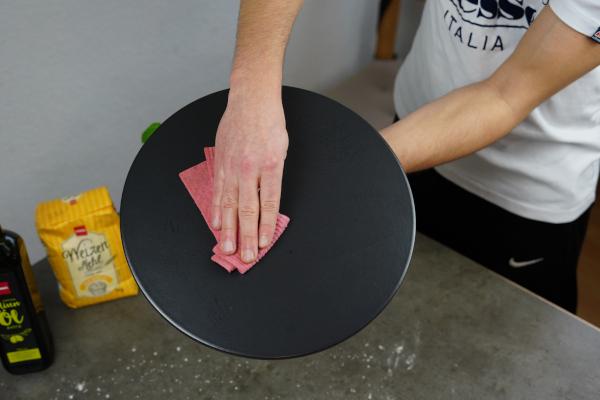 Pizzastein-vor-Gebrauch-reinigen