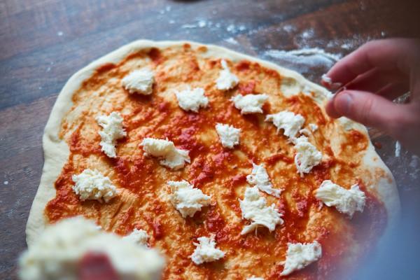 Pizzastein Zubereitung