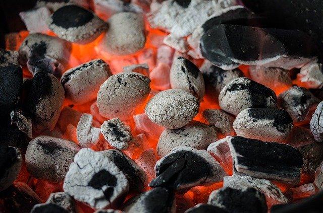 Pizza grillen Holzkohlegrill