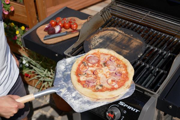 Pizza im Grill