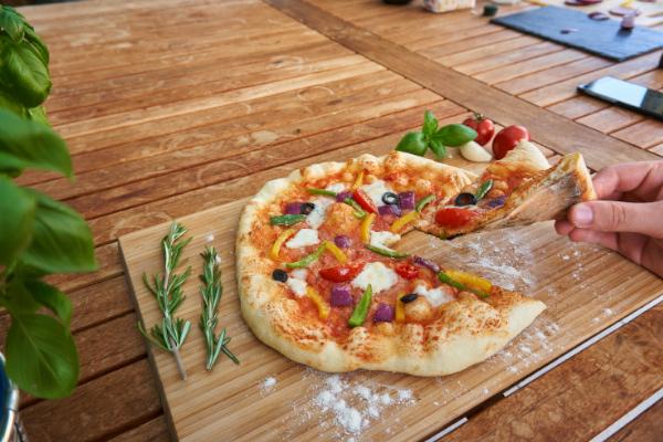 Pizza im Gasgrill