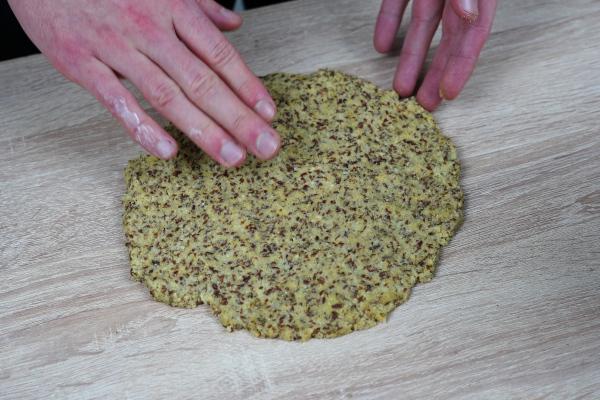 leckerer-Low-Carb-Pizzaboden