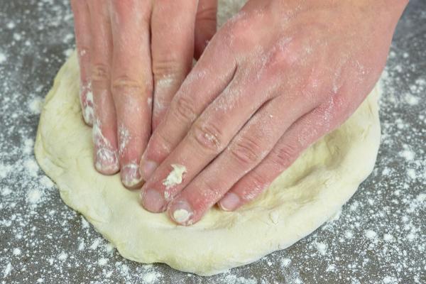 Pizzateig ausrollen Tipps